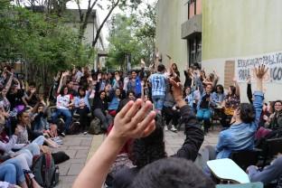 Alunos de Letras decidem pela ocupação contra a PEC 241 (Foto: Ocupa Letras)
