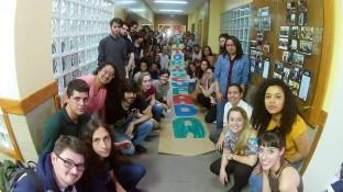 Após 11 dias de ocupação, estudantes comemoram acordo que impediu demolição de boa parte de seu espaço de convivência. (Foto: Facebook/Reprodução)