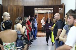 Técnicos aguardam em frente ao Gabinete do Reitor início da reunião com o sindicato.