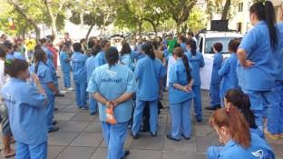 Terceirizados em mobilização no campus centro pelo pagamento do 13º salário.