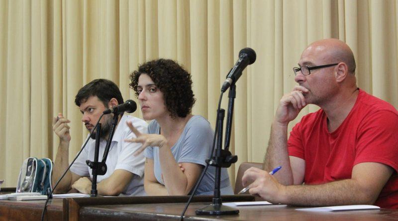 Mesa da assembleia foi composta pela coordenação geral da Assufrgs-Sindicato (Frederico Bartz, Mariane Quadros e João Ribeiro da Cunha Neto)