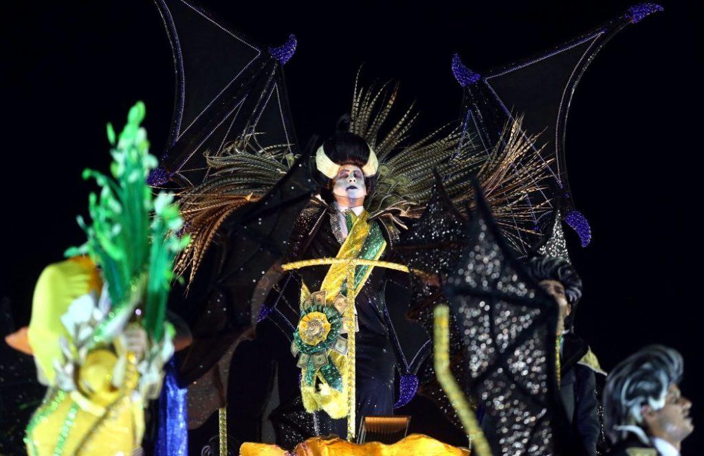 Crítica social e desmascaramento do golpe ganham o carnaval carioca e o Brasil